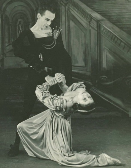 ROBERT HELPMANN AS HAMLET PLUS 1