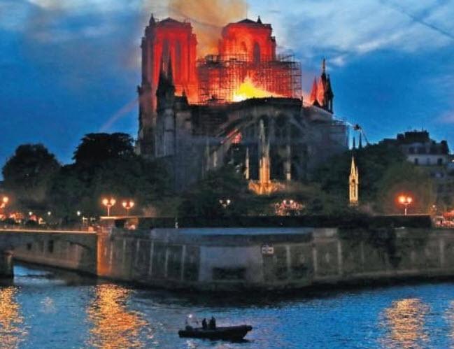 NOTRE-DAME DE PARIS FIRE 2