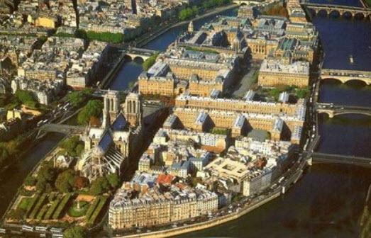 NOTRE-DAME DE PARIS SKY VIEW 2019-04-17_22-16-41